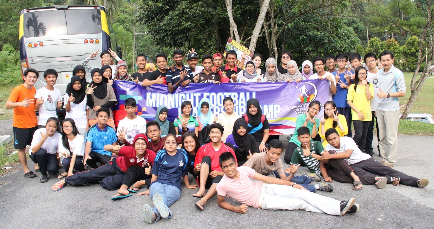 3rd Edition of MF youngsters having a light moment and a group photo session with the facilitators from GPF Malaysia after a leadership camp at Nur Sungai Merab, Kajang.