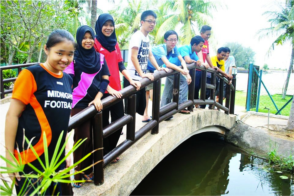 MF participants pose on a bridge
